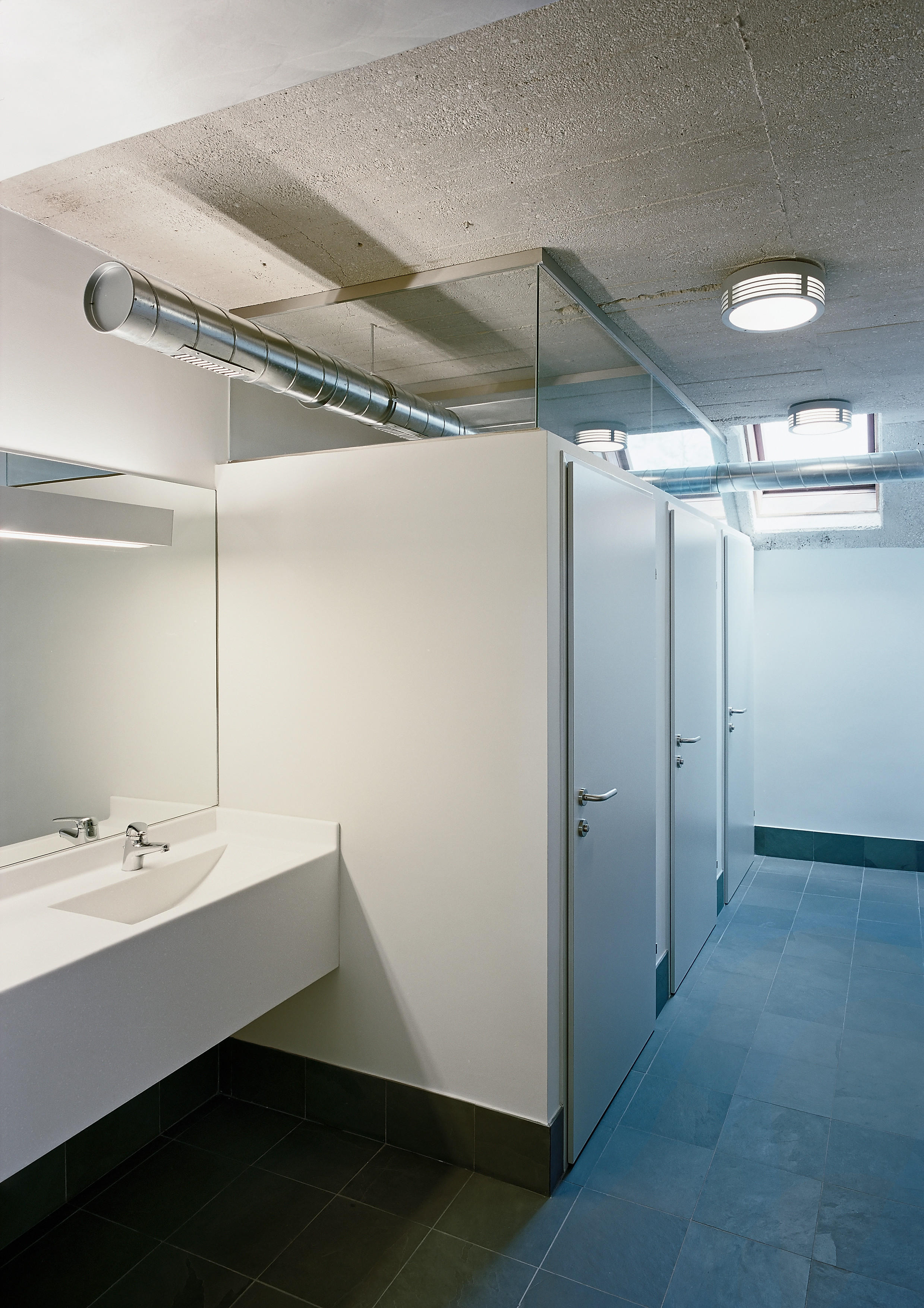 <p>© RUNSER / PRANTL architekten, Yachtclub Podersdorf, 7141 Podersdorf, Burgenland, Österreich, 2009, Sport, Bad, Fotograf Rupert Steiner</p>
