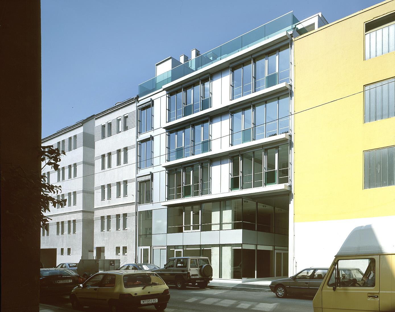 <p>© RUNSER / PRANTL architekten, SOS-Kinderdorf Wien Familienrathaus, 1210 Wien, Österreich, 2006, Kinderdorf, Betreutes Wohnen, Kinder, Psychiatrie, Fotograf Margherita Spiluttini</p>